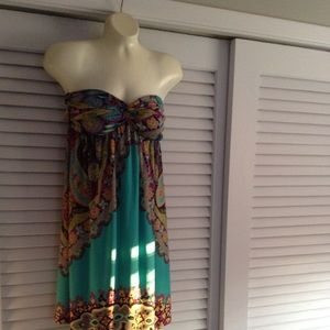 Dresses & Skirts - Strapless dress beautiful colors and print.